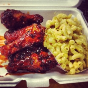 Wings and Mac & Cheese from Wing'n It Food Truck